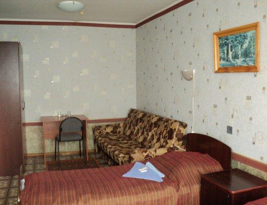 Место в двухкомнатном трёхместном номере эконом-класса